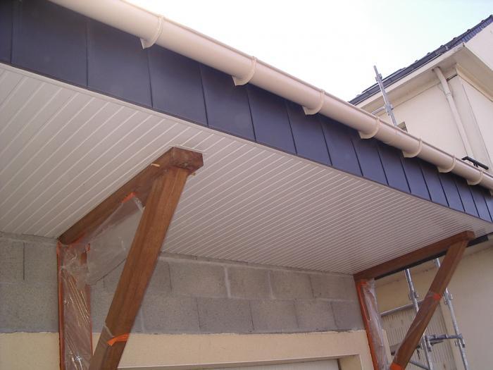 Habillage en pvc nantes 44 for Pose de lambris pvc sous toiture