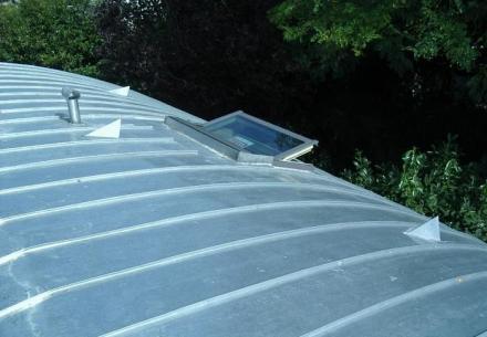 Couverture en zinc à joint de bout cintrée